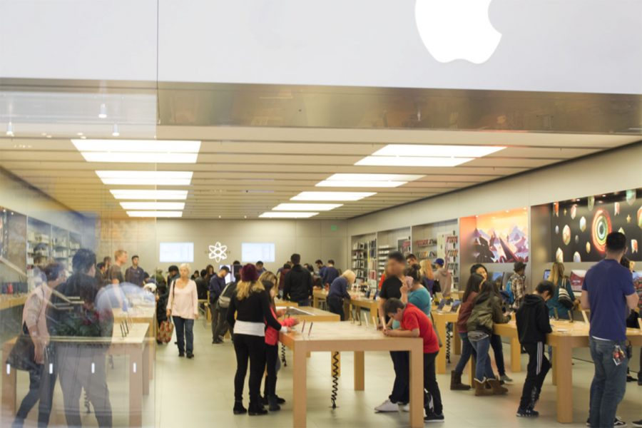 About+50+people+are+gathered+in+the+Apple+Store+in+Hillsdale+Shopping+Center+looking+at+products.