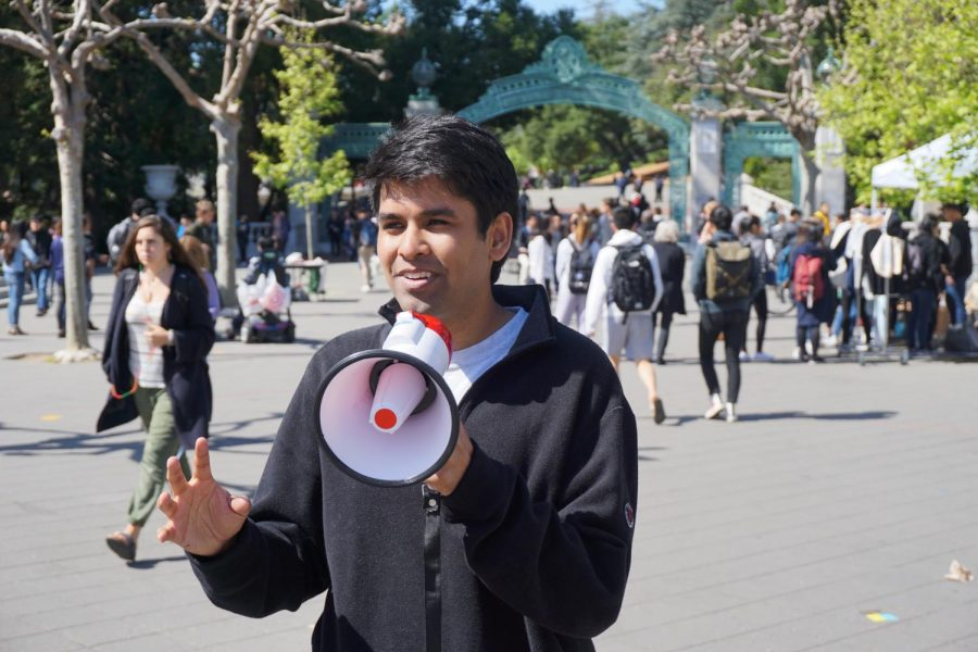 Shubham Goel, the youngest gubernatorial candidate, gives a speech in front of UC Berkeley's Sather Gate.