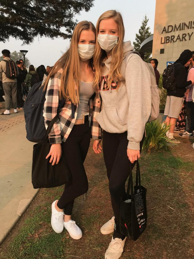 Students wear masks to protect themselves from the smoky air.