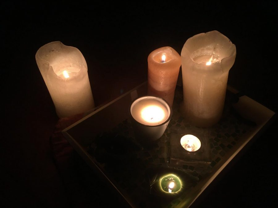 Many+families+used+candles%2C+flashlights%2C+or+lanterns+during+the+power+outage+that+began+Saturday%2C+October+26.