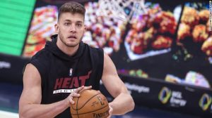 CNN Picture of Meyers Warming up before Game.