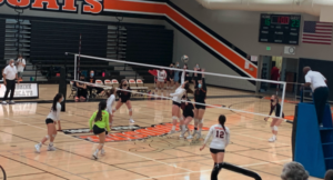 Girls' Varsity volleyball beats San Mateo High School in an exciting beginning-of-the-season game.