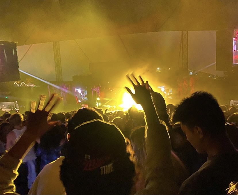 Thousands of people attended the recent Pitbull Concert, dancing in the mosh pit without masks.